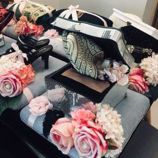 Abaya & slippers gift set on velvet gubahan tray with pink Camille flower brooch