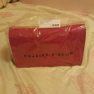 Charles & Keith Chain Crossbody Bag in Fuchsia