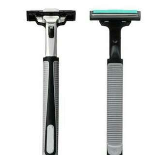 1 Shaver and 12 Blades/Refillable Shaver Blades