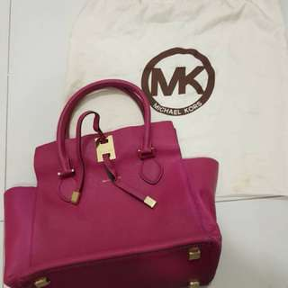 MK Selma handbag ( authentic)