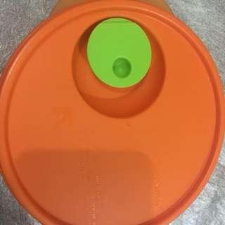 Tupperware Orange tempat menaruh makanan di kulkas