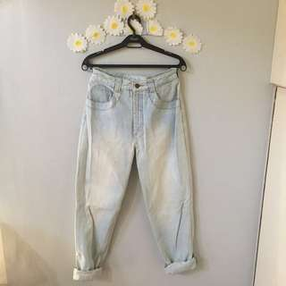 Guess HW Light Wash Mom Jeans