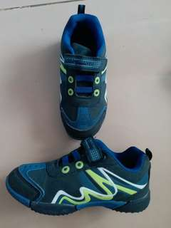 Bubble Gummers Shoes for toodlers size 10 Navy Col