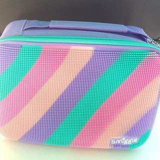 Smiggle lunchbox compartment