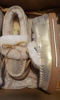 UGG mini gold shoes s7