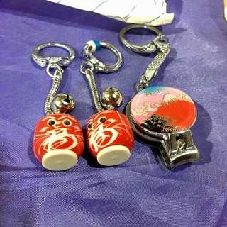 🚚 全新 日本購入可愛達摩福神鈴鐺小吊飾+富士山指甲刀吊飾 附購入時小紙袋 全部$100