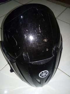Helm Yamaha Hitam