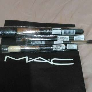 Mac Authentic Brush