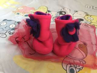 "Preloved Fuchsia the explorer booties (size 4.5"" 3-9months)"