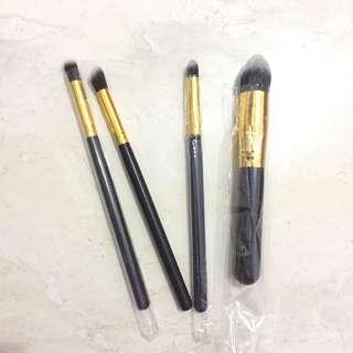 Make up brush (eyeshadow & foundation)