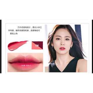 Two tone moisturizing lipstick