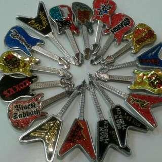 Vintage metal pin 80s
