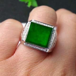 🎇18K White Gold - Grade A 水润 Spicy Green Rectangle Cabochon Jadeite Jade Man's Ring🎇