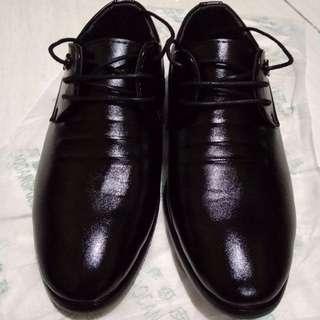 Sepatu Formal Pria Hitam