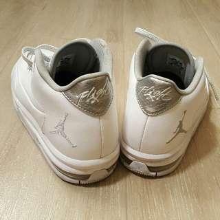 低過半價,購自英國倫敦正版 Jordan 籃球鞋