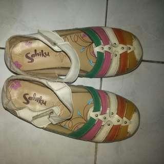 Sepatu rainbow