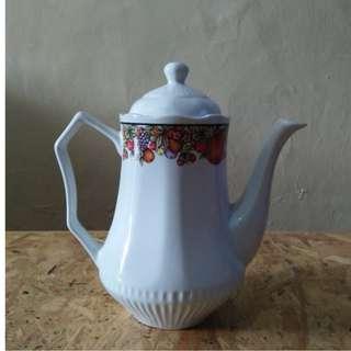 F07-Teko air warna putih bahan keramik