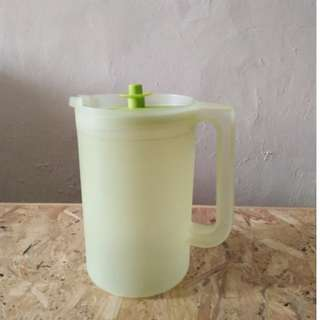 F07-Teko air tupperware warna hijau muda