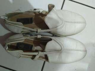 Dheyshu white putih sepatu sendal