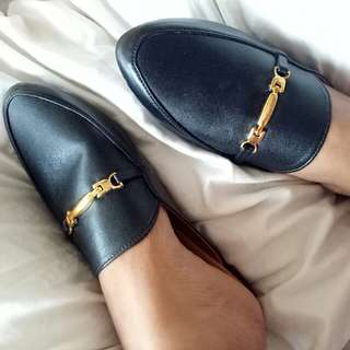 Black mules size 6 on tag but fits size 5