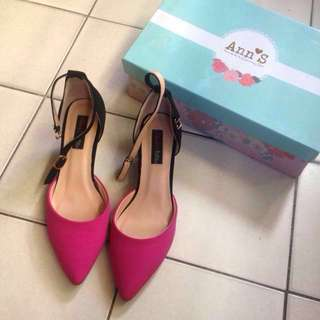 🚚 Ann's 尖頭桃色低跟鞋