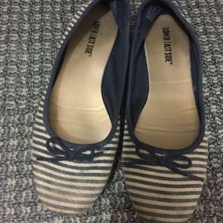 Payless Lower East Side Striped Shoes Size 8.5