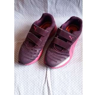 Girls PUMA shoes - size UK11