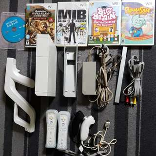 Preloved Nintendo Wii console bundle with Games