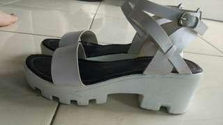 Sepatu platform wedges putih