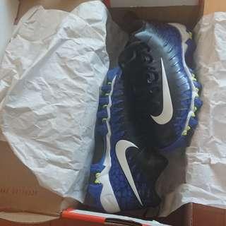 Nike 足球鞋 (童裝US13)