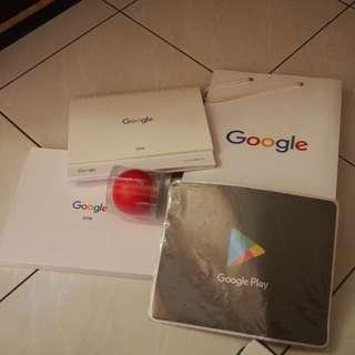 Calendar, mouse pad dan bola karet Google Play dan Google