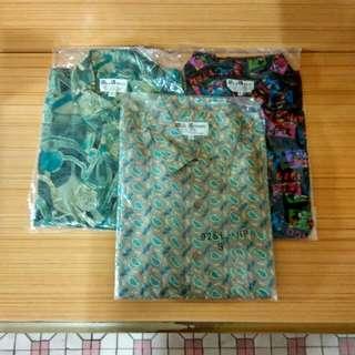 彩色花纹服装.每件10元,有大中细碼。