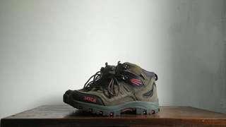Sepatu Hiking SNTA