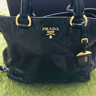 Prada Nero Vitello Shine tote Handbag - BN2326