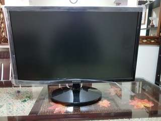 "Samsung 24"" inch Monitor with box"