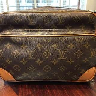 LV Monogram Nil Vintage Messenger Bag