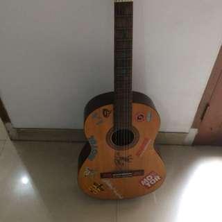 gitar masih mulus