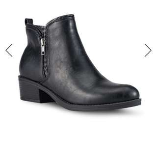 Zipper ankle boots worn only once