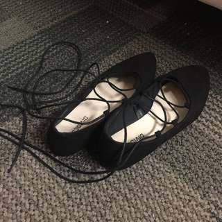 Tie up flat shoes