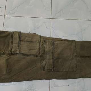 Celana pendek cargo