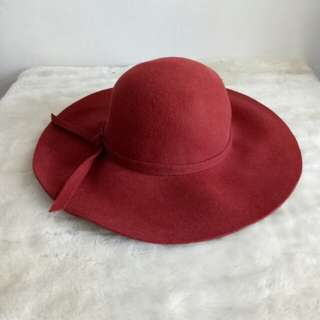 Brick red felt floppy hat