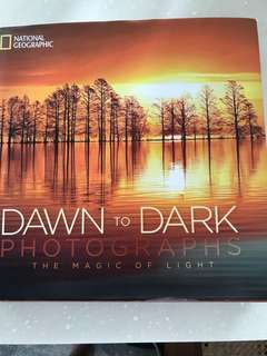 National Geographic (Hardcover) : DAWN to DARK Photographs - The Magic of Light