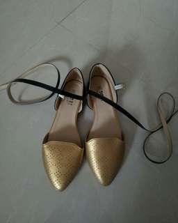 Sepatu Ada Tali