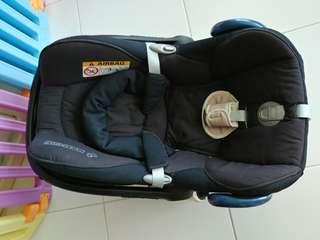 Maxi Cosi Cabriofix with B3 Bugaboo adaptor