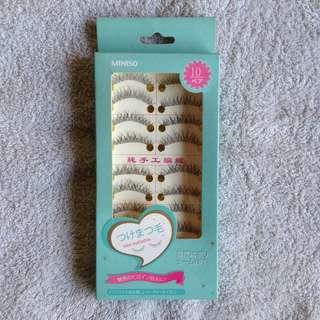 Box of lashes with Nichido eyelash glue