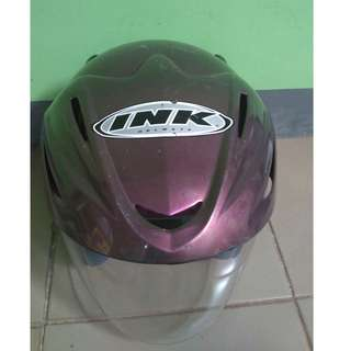 Helm ink ungu