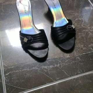 Turun harga...Sepatu pesta hitam satin manik2 silver