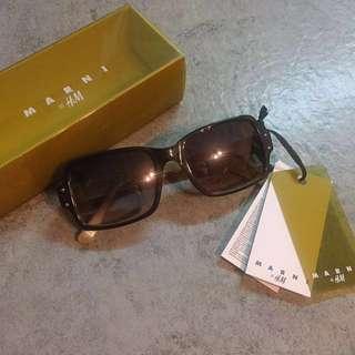 絕版 Marni x H&M 太陽眼鏡 #英倫 #校園 #冷衫 #上衣 #外套 #裙子  #古著 #復古
