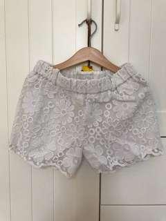 Used mayoral chic short pant white crochette sz 8, pj celana 25cm, lebar pinggang 60cm, karet ya pinggangnya