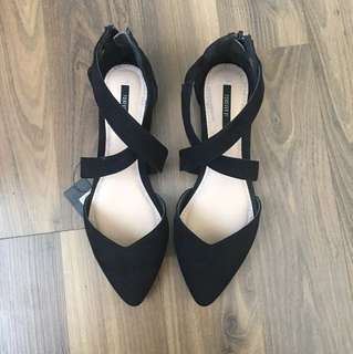F21 flat pointed shoes
